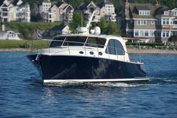 Palm Beach Motor Yachts PB42 Bow