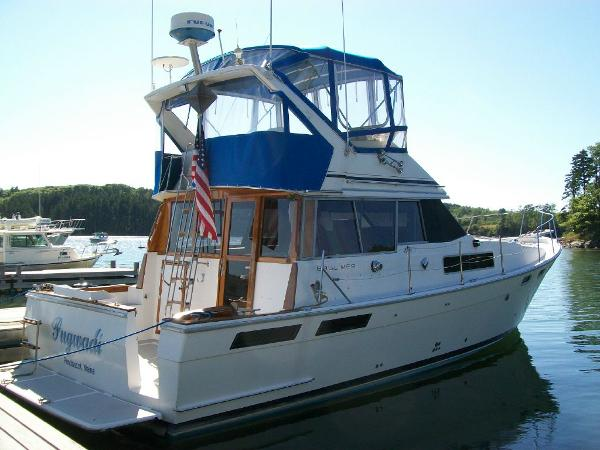 Bayliner Flybridge Cruiser