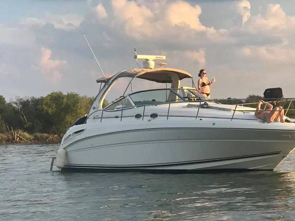 Sea Ray 360 Express Cruiser