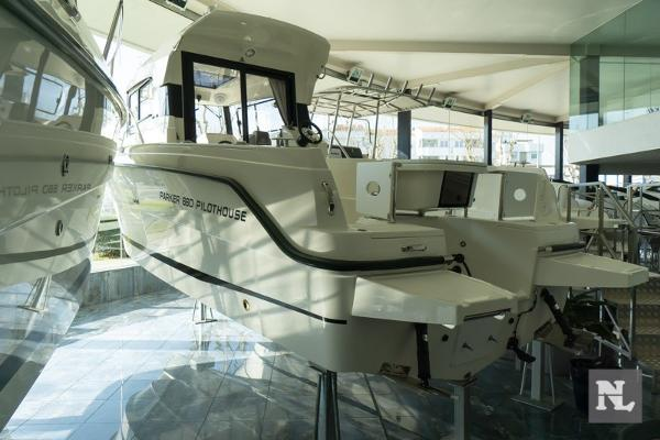 Parker 660 Pilothouse