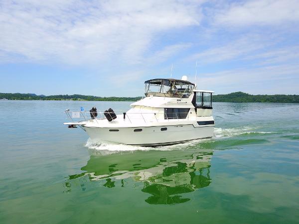 Carver 3807 Aft Cabin Motoryacht