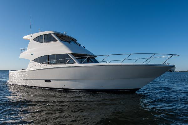 Maritimo M51 Starboard Bow