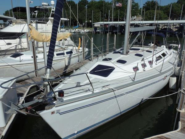 Catalina 400 MkII Port Bow