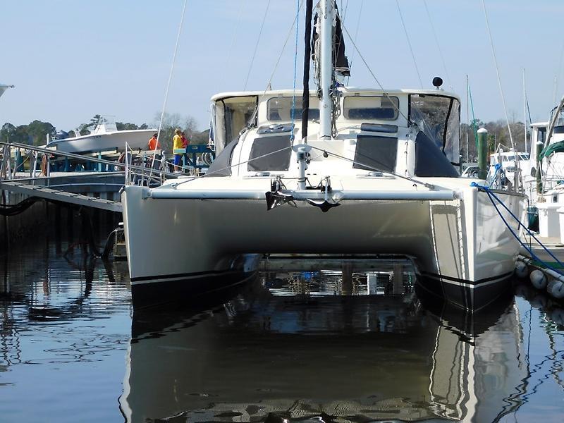 Lagoon 37 00 37' Lagoon front profile.JPG