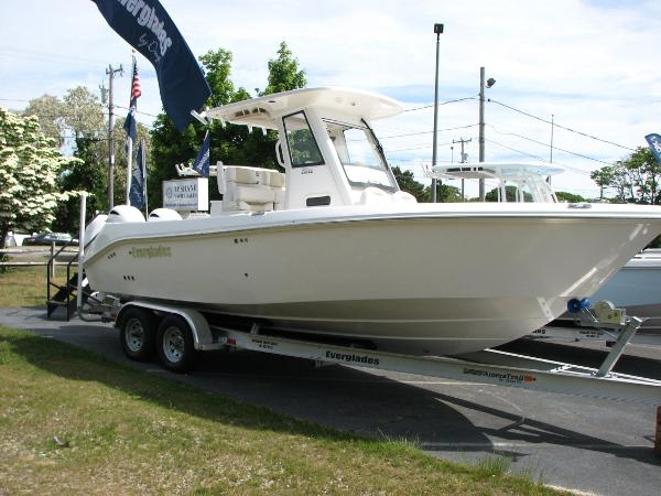 Everglades Boats 255 Center Console Starboard Profile