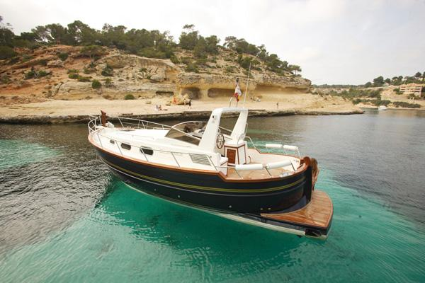 Menorquin Yacht 100 Open Manufacturer Provided Image: 1