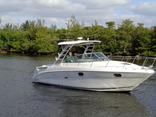 Sea Ray 290 Amberjack Stbd Bow