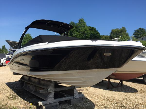 Sea Ray 230 SPXE Starboard Bow
