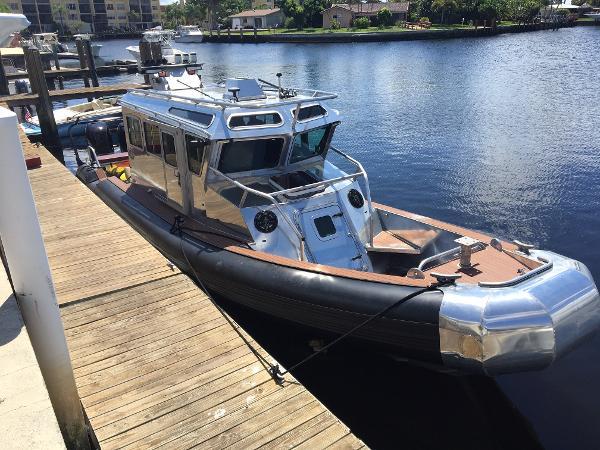 SAFE Boats 330 X Defender