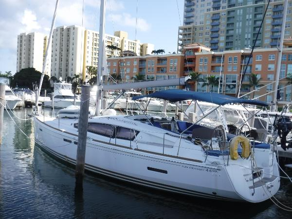 Jeanneau 44DS At the dock
