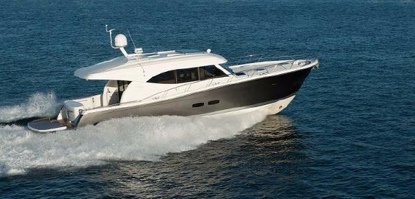 Maritimo S54 Starboard Running Shot