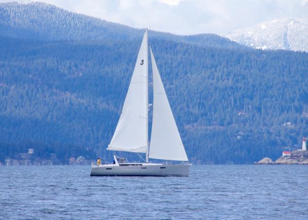 Beneteau Oceanis 45 Sailing in English Bay