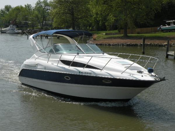 Bayliner 305 Cruiser Bayliner on the Water