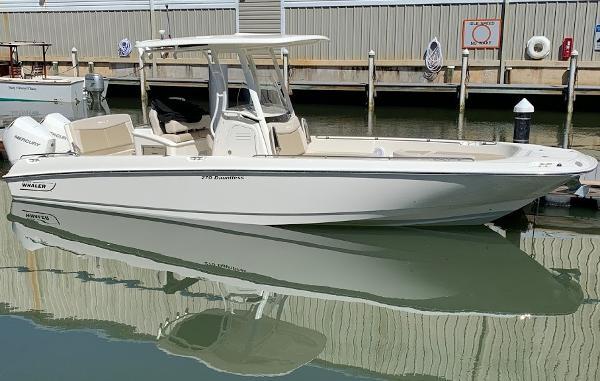 Boston Whaler 270 Dauntless Main Profile