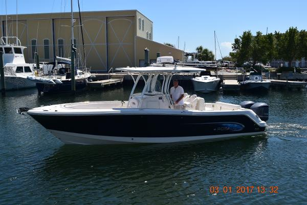 Robalo R300 Center Console Port side