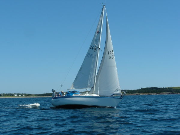 Canadian Sailcraft 27 Wind Bourne under sail