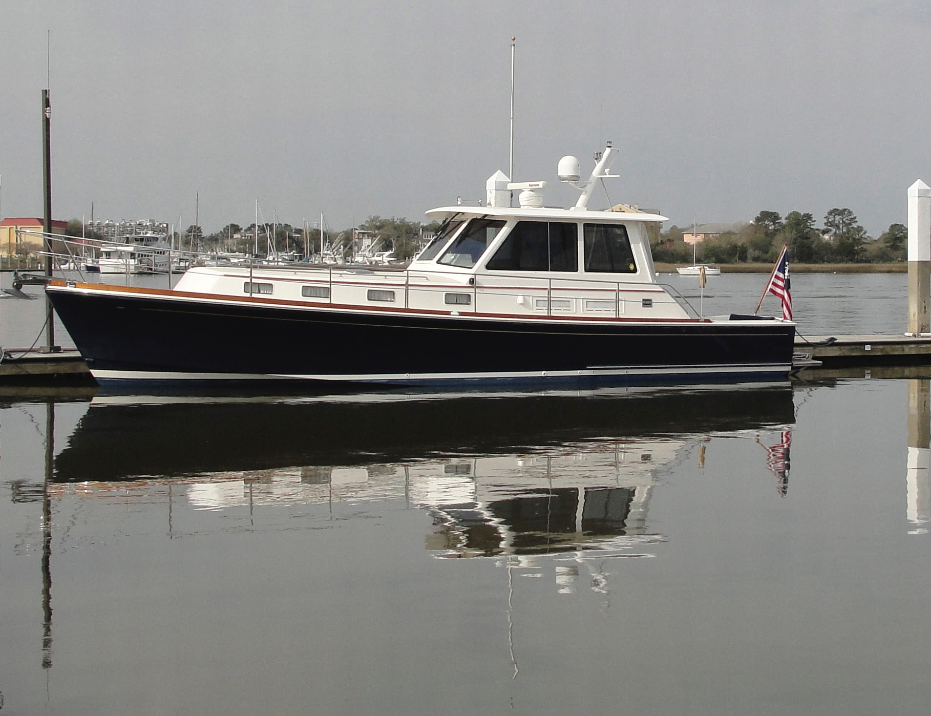 Grand Banks Eastbay 43HX Express Profile