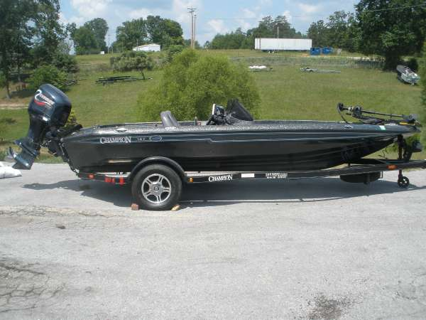 Champion Boats 187