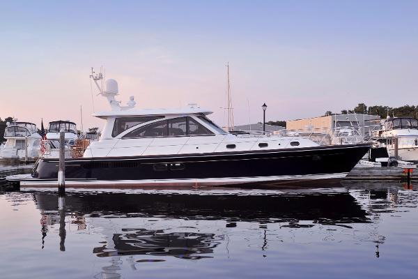 Hunt Hunt 52 Motoryacht Hold All Calls II