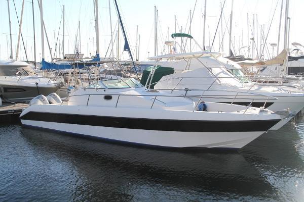 Gulf Craft 33 Sea Breeze walk around IMG_3318 (Large)