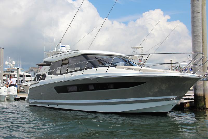 Jeanneau NC 11 Starboard
