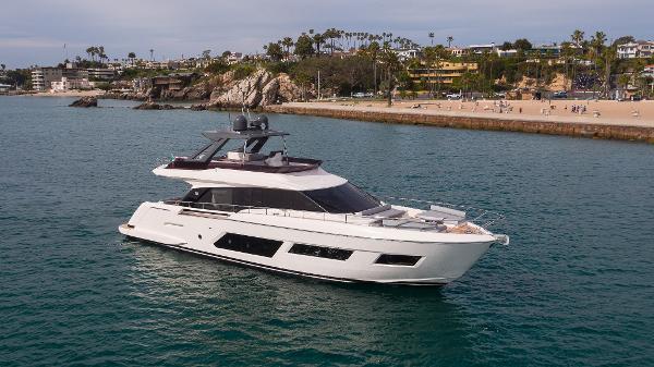 Ferretti Yachts 670 Profile