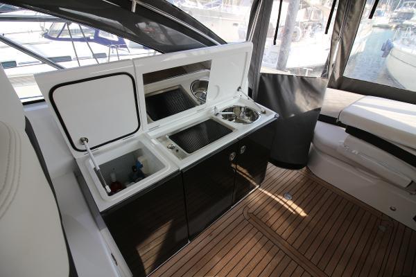Princess V39 Cockpit Wetbar