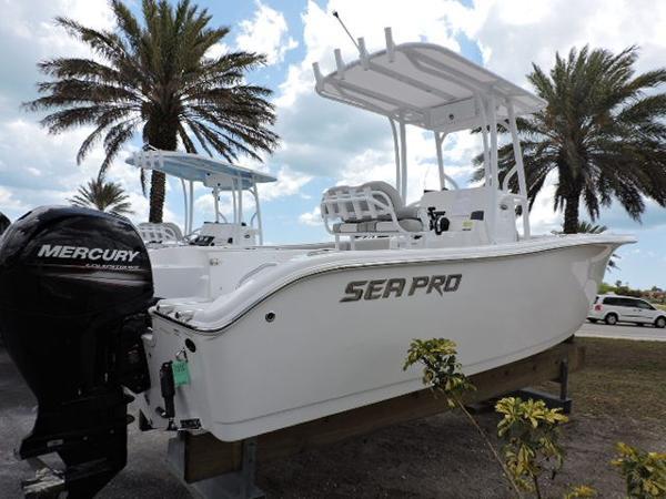 Sea-pro 219 Center Console