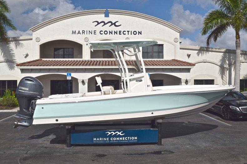 Robalo 226 Bay Boat