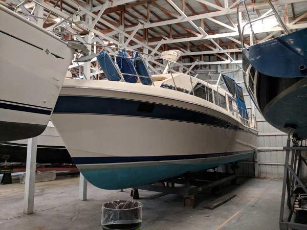Chris-Craft Catalina 381