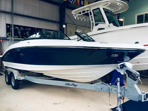 Sea Ray SPX 210 Outboard