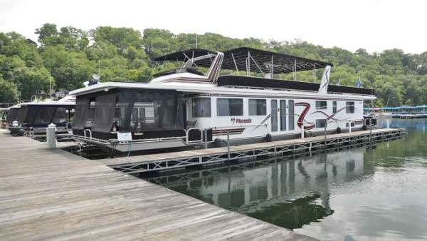 Lakeview 16' x 70' House Boat
