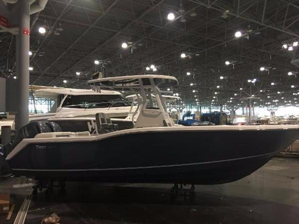Tidewater Boats LXF 252