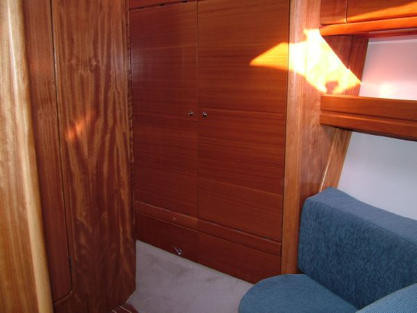 Fore Cabin wardrobe/seating