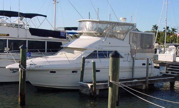 Cruisers Aft Cabin Motor Yacht