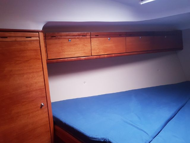 Bavaria 34 ownerscabin closetspace