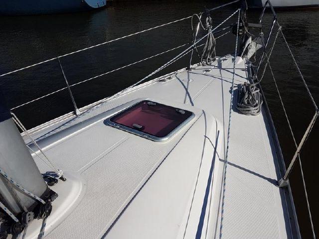 Bavaria 34 front deck