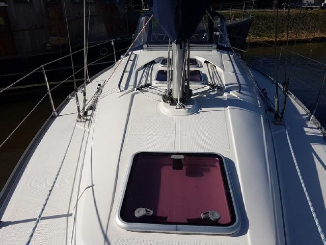 Bavaria 34 rear view deck