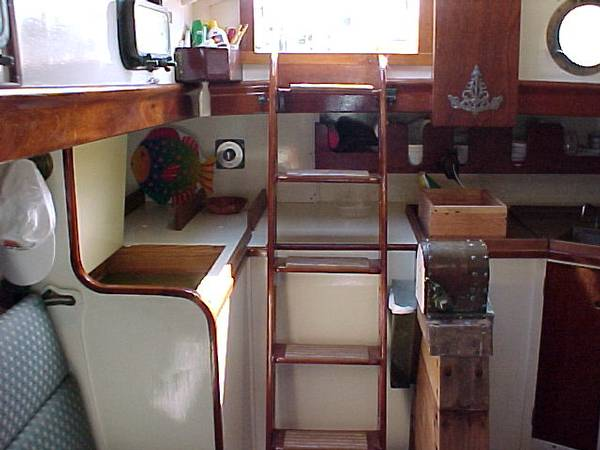 Main Saloon Aft - Starboard Side