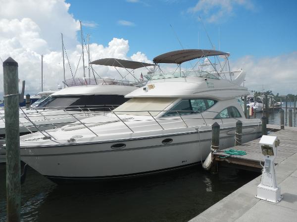 Maxum 4100 SCB Port Bow