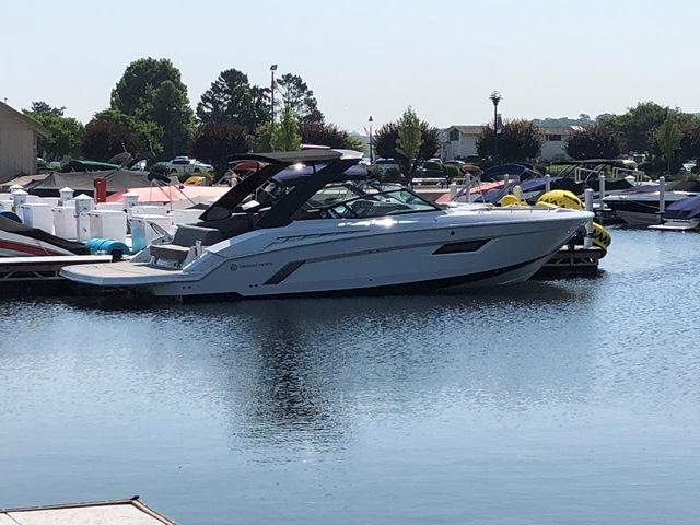 Cruisers Yachts 338CX