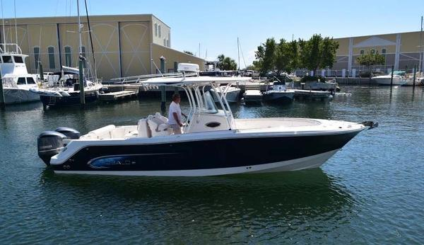 Robalo 300 Starboard View