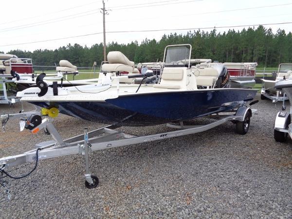 Xpress Boats Hyper-Lift® Bay H20B