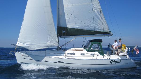 Beneteau 323 Under sail