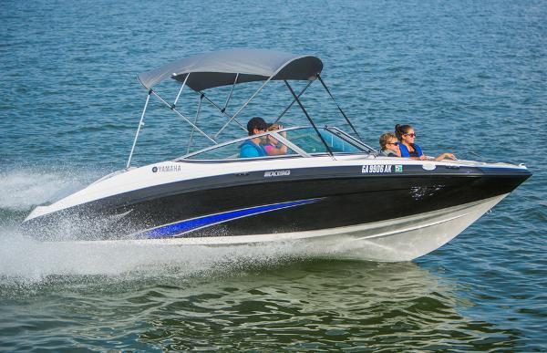 Yamaha Boats SX190 Sistership_Profile Port Underway