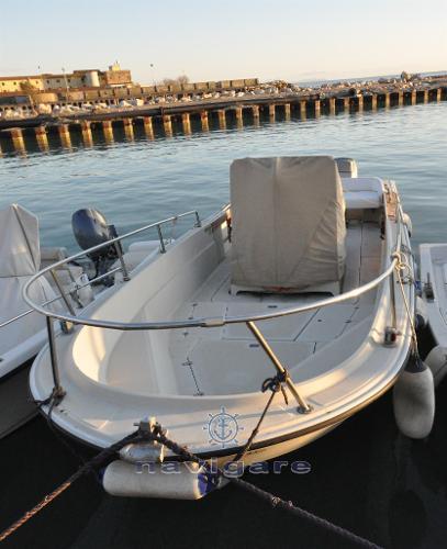 Boston Whaler 25 Outrage DSC_2666