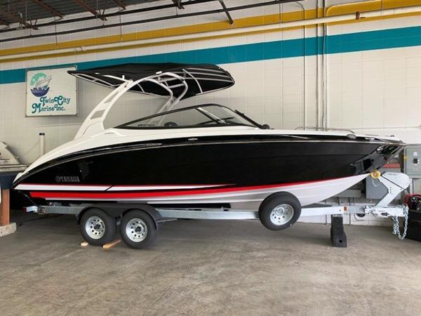 Yamaha Boats 242SE