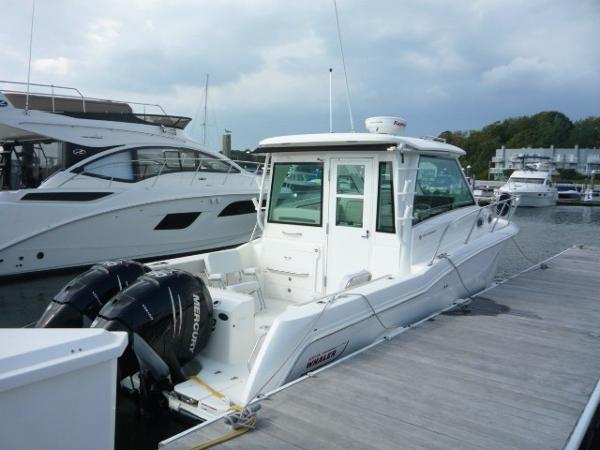 Boston Whaler 315 PILOT HOUSE