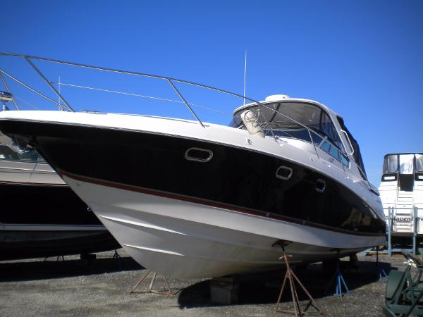 Four Winns 378 Vista port side profile