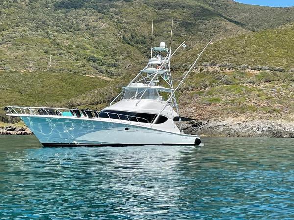 Hatteras 60 Convertible Hatteras 60, anchored